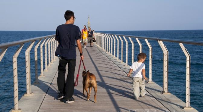 El puente de petróleo, playa de Badalona
